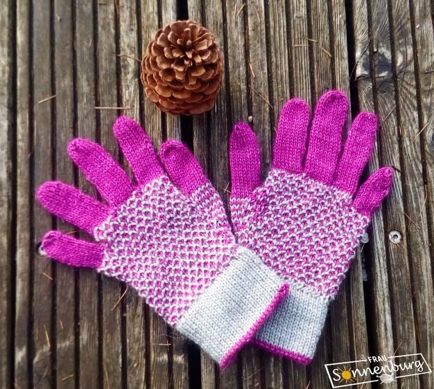 Amilia - Handschuhe mit Webmuster - Road to China - Fibreco
