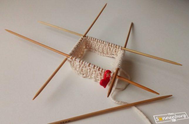Socken stricken - Nadelspiel - Stricken in Runden - Bumerangferse