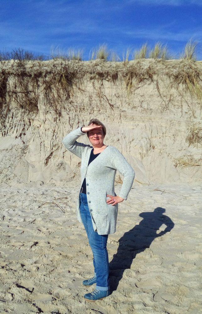 Yrsa - Longcardigan - Strickjacke - Lamana Como Tweed - Strickanleitung - Strickjacke mit Perlmuster - Tragefoto2