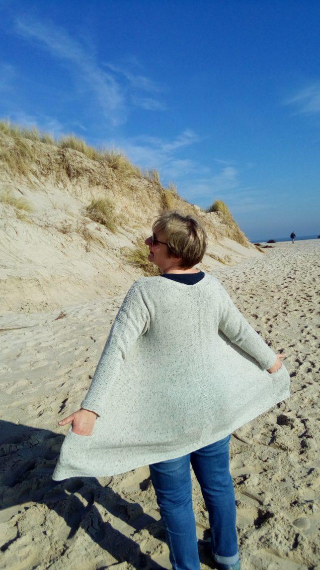 Yrsa - Longcardigan - Strickjacke - Lamana Como Tweed - Strickanleitung - Strickjacke mit Perlmuster - Tragefoto3