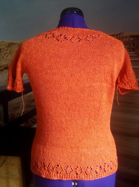 Linn Sweater - Karen Noe Linnea - Schmeichelgarne - Sommershirt - Damenshirt stricken - Lacemuster