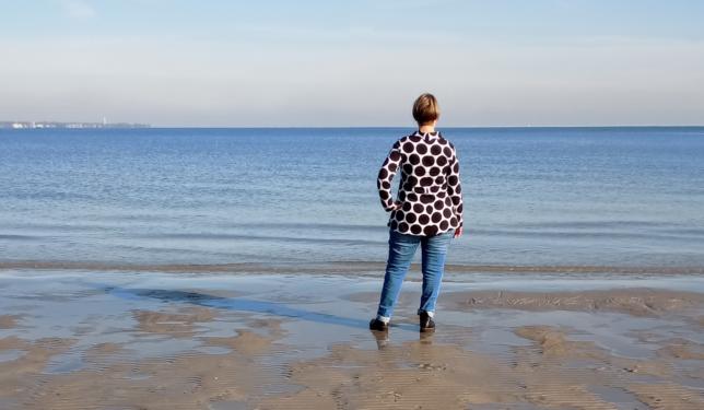 Punktetunika - Lillestoff - Riesenpunkte - Biojersey - Tragefoto - Rückennaht