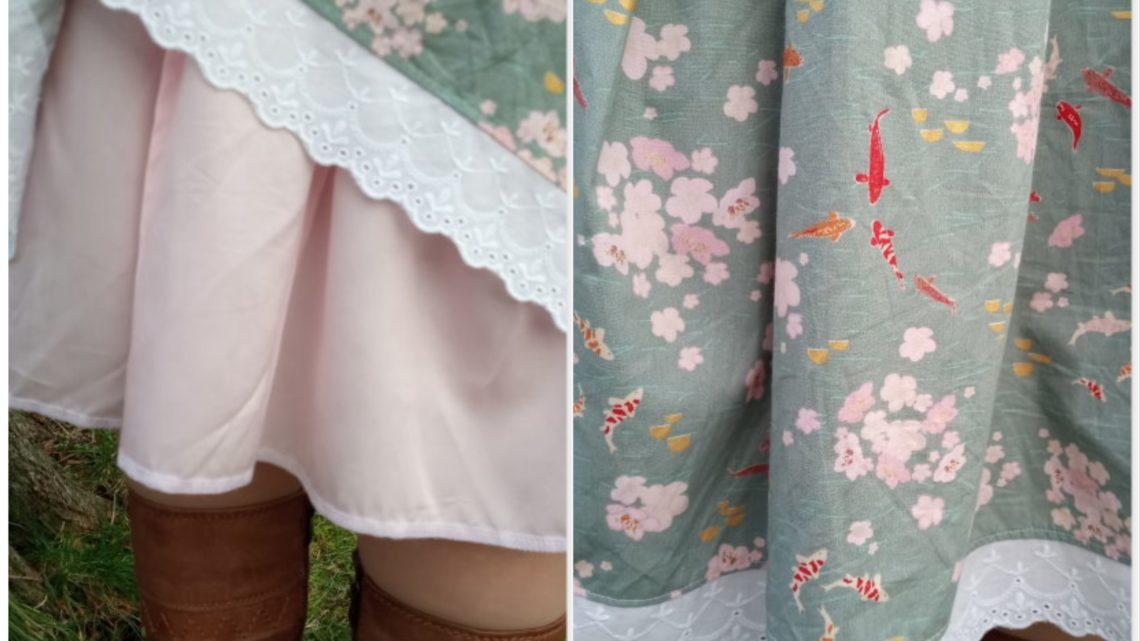 Kellerfaltenrock mit Kois und Kirschblüten