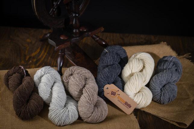 Grosse-Wolle.mit-Spinnrad-2048