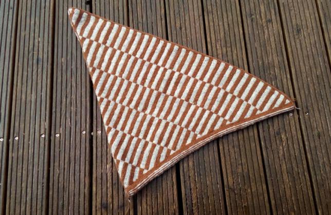 Katla - Doubleface - Tücher in Runden stricken - Dreieckstuch
