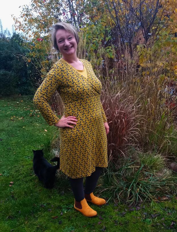 Frau Liese - Kleid - Entchenstoff - Tragefoto2