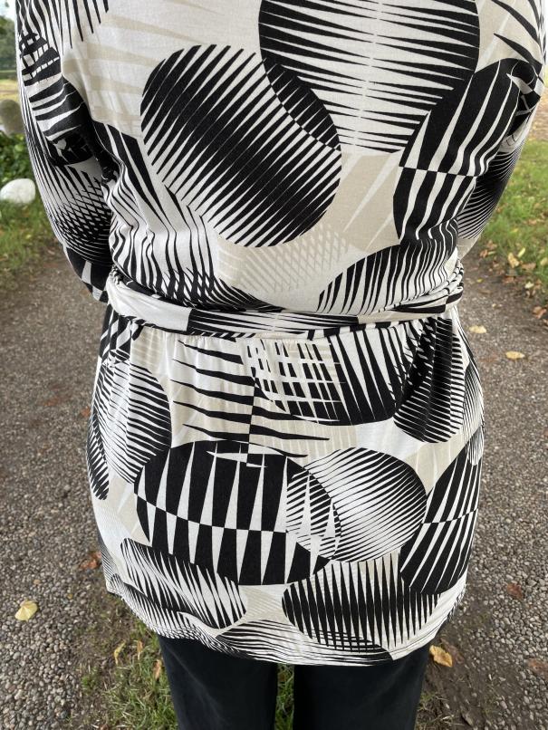 Twist Knot - Ottobre Design - Tunika - Knotenkleid - Detail Ruecken